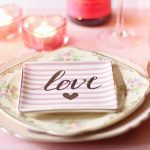 date-night-ideas-romantic-dinner-setting