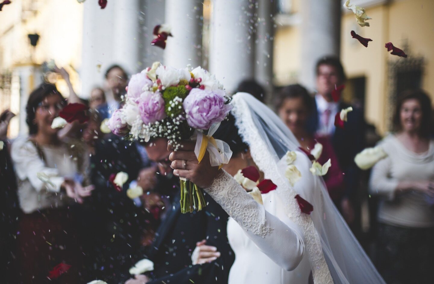 5 tips for entertaining kids at a wedding